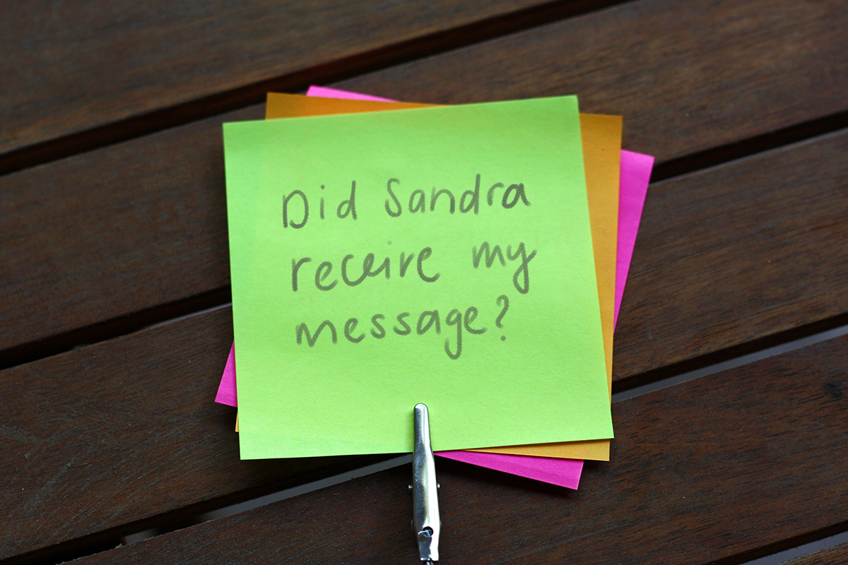 A stack of Post-its that says: Did Sandra receive my message?